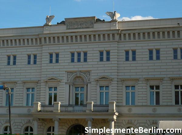 Prédio Alte Kommandantur na Unter den Linden