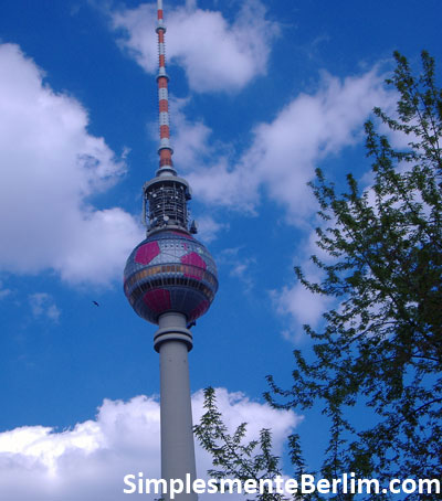 Torre de TV (Fernsehturm) na Alexanderplatz