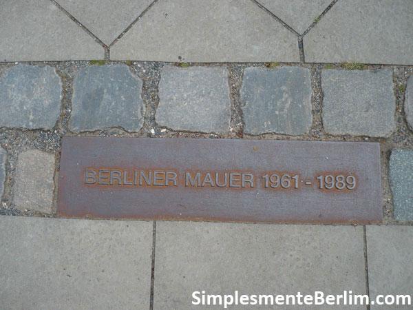 Linha de Paralelepípedo - Muro de Berlim