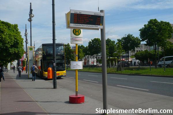 Ponto de ônibus em Berlim