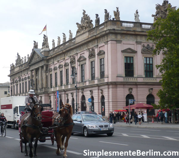 Prédio Zeughaus na Unter den Linden