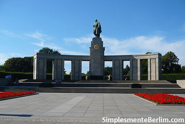 Memorial de Guerra Soviético no Tiergarten em Berlim