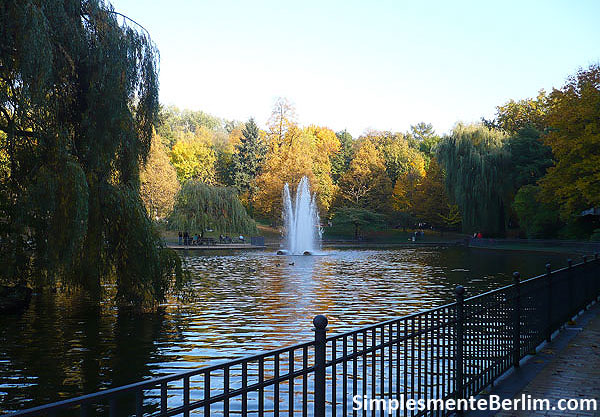 Lago no parque Friedrichshain