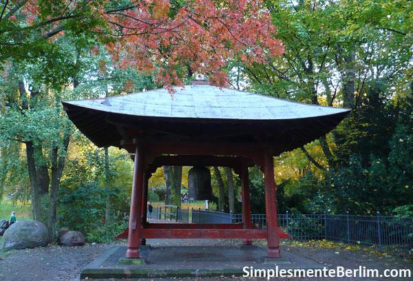 Sino da Paz no parque Friedrichshain