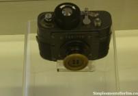 """Máquina fotográfica """"escondida"""" atraz de um botão (de um casado, jaqueta)"""