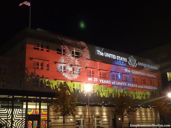 A iluminação na Embaixada americana em 2015